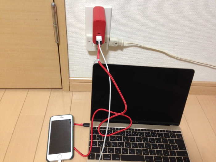 MacbookとiPhoneに充電